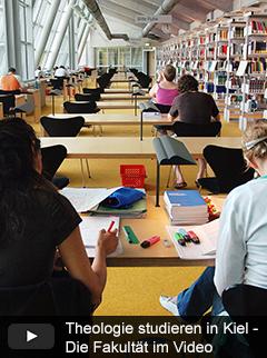 Studierende im Freihandbereich der Universitätsbibliothek